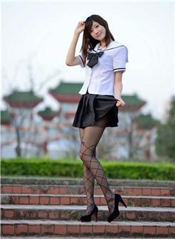 台湾第一腿模林茉晶校园写真