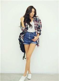 牛仔短裤背包女生时尚图片