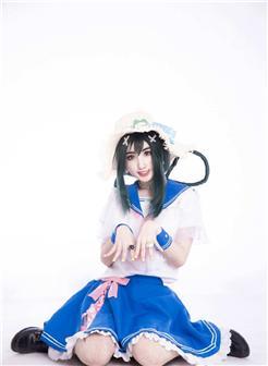 水手服可爱女孩白色背景写真