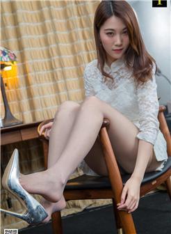 异思趣向梓琪腿模白色旗袍白丝袜写真