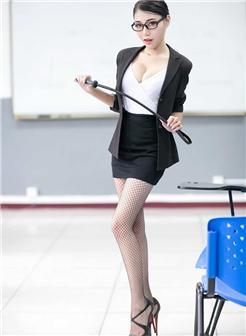 瑞丽杂志模特果果制服女神写真