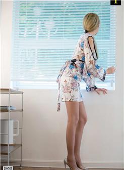 日本半身短裙蕾丝搭配性感美女照片
