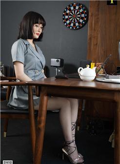 老师的无限春光性感制服装私房照片