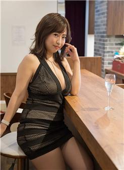 驯服女主成奶牛丰盈身材黑色裙子饱满写真