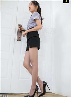 业务员王丽萍上班自拍美腿照片