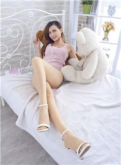 热裤短到见阴长腿美女尴尬照片
