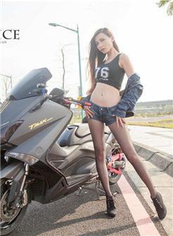 热裤太短看到内内美女尴尬瞬间照片