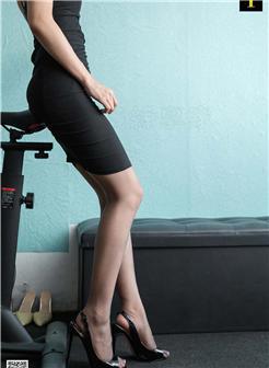 女人好身材运动图片,穿着裙子在办公室运动屁股很翘啊