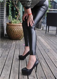皮裤紧绷前三角区饱满美女诱惑自拍