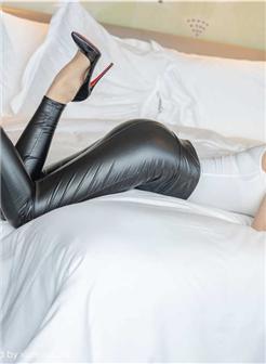 美妙身材美女皮裤紧绷的线条图