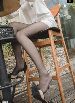 街拍紧绷职业装破线丝袜美女写真