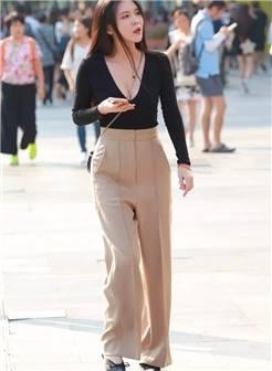 街拍美女:风韵丽人,优雅迷人的阔腿裤!