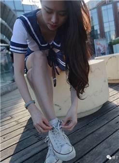 丝袜美脚配美鞋:小清新帆布鞋