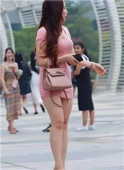 街拍, 高挑风韵的性感美女, 不过这短裙也太短了点吧