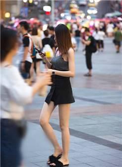 重庆街拍,秋天穿上甜美的裙子,让你魅力倍增!