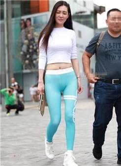 网友街拍: 这种瑜伽裤上街, 惹得路人频频回头