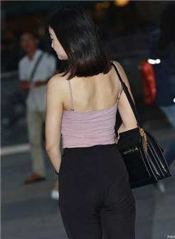 街拍紧身裤时尚老板娘, 上了年纪的老板恐怕无福消受