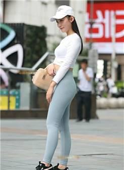 气质的小姐姐穿戴紧身裤勾勒出珠圆玉润丰臀,大长腿显出好曲线
