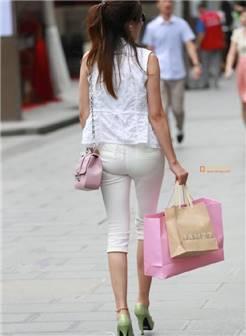 [转载]街拍:白色紧身裤的女人
