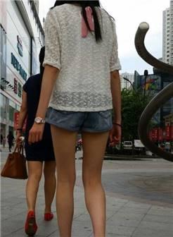 街拍紧身牛仔裤美女热裤美女皮裤美女白色紧身裤美女