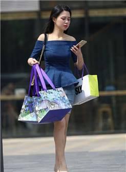 街拍:走在大街上的职业熟女,每个都有撸点!你喜欢几个