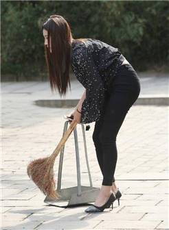 路人街拍:这么贤惠又漂亮的饱满熟女,好想娶她做老婆