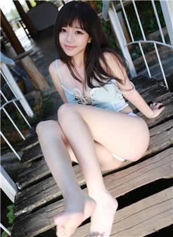 90后美胸少女刘飞儿白嫩迷人