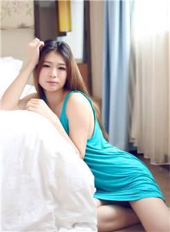 裸露后背的蓝色吊带裙性感美女私房唯美诱惑