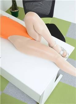 风姿卓越的翘臀巨乳性感美女躺在办公台上极致魅惑惹火身材销魂诱惑