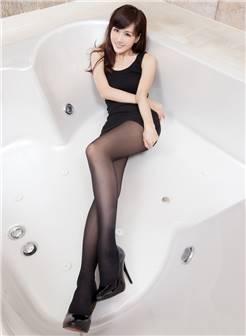 丰满少妇浴缸内湿身刺激的美女销魂诱惑写真