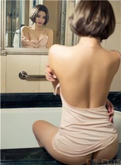 美女在浴室美白性感美女文雪诱人的身材大胆湿身