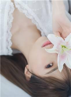 清新美女百合花唯美写真图片桌面壁纸