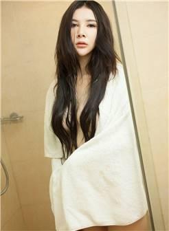 性感的美女嫩模粉嫩内衣浴室湿身大尺度