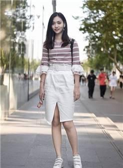 广州街拍 上下九美女一张生动的脸 尽显小女人的柔美味道 真迷人