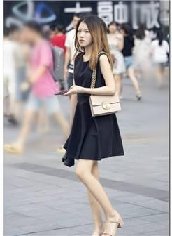 美女街拍:紧身衣露脐装运? 身材好的女人? 动裤身材好