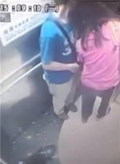 女子电梯里尿急 少女脱下内裤直接尿起来
