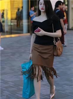 街拍包臀裙丰腴美女, 圆润饱满让人容易消化不良