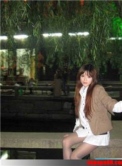 上海大学生模特黑丝美腿自拍
