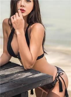 韩国沙滩黑色迷人比基尼美女,长腿美女模特