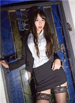 办公室黑丝美女制服丝袜美臀诱惑图片