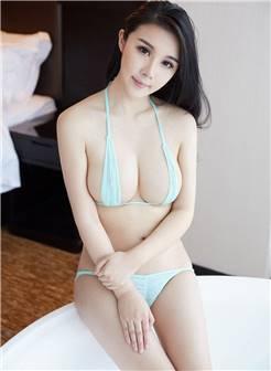 性感诱惑大胸美女三点式泳衣写真