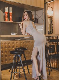 大胸美女模特翘臀极品性感写真图片