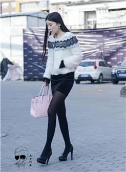 美女换高跟鞋妖娆