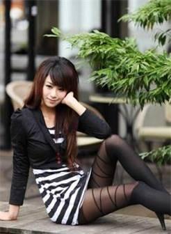 公园里的黑丝美女 - 丝袜高跟美腿控的日志