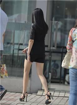 街拍身材超好的白嫩大长美腿高跟鞋美女