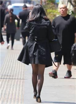 黑色风衣,黑色丝袜,黑色高跟鞋