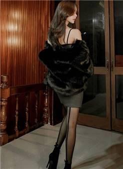 黑色丝袜也能高贵,优雅的黑色低胸衣