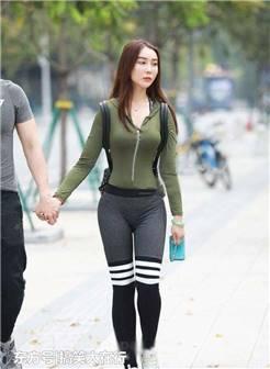 街拍:凹凸端庄的紧身打底裤美女,整个人看起来十分靓丽有型