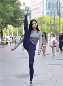 街拍:筷子腿vs打底裤