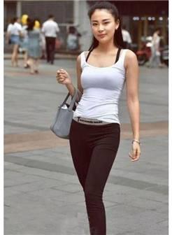 街拍:时尚性感的打底裤小姐姐,青春靓丽的身姿